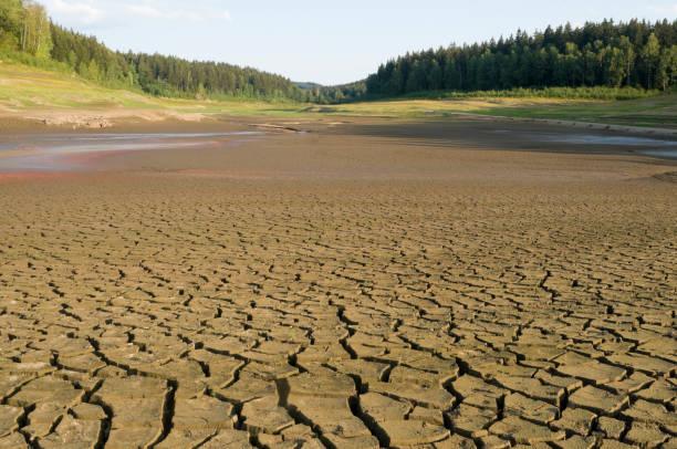 Nach einer großen Dürre trockene reservoir – Foto