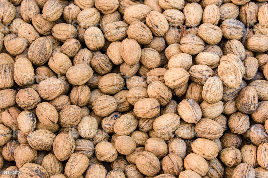 Dry walnuts in bulk at the market photo libre de droits