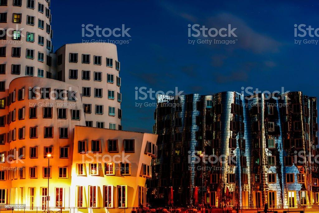 Düsseldorf bei Nacht – Foto