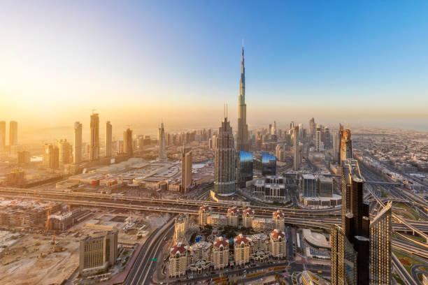 dubai bei sonnenaufgang form 79. stock - sheikh zayed road stock-fotos und bilder