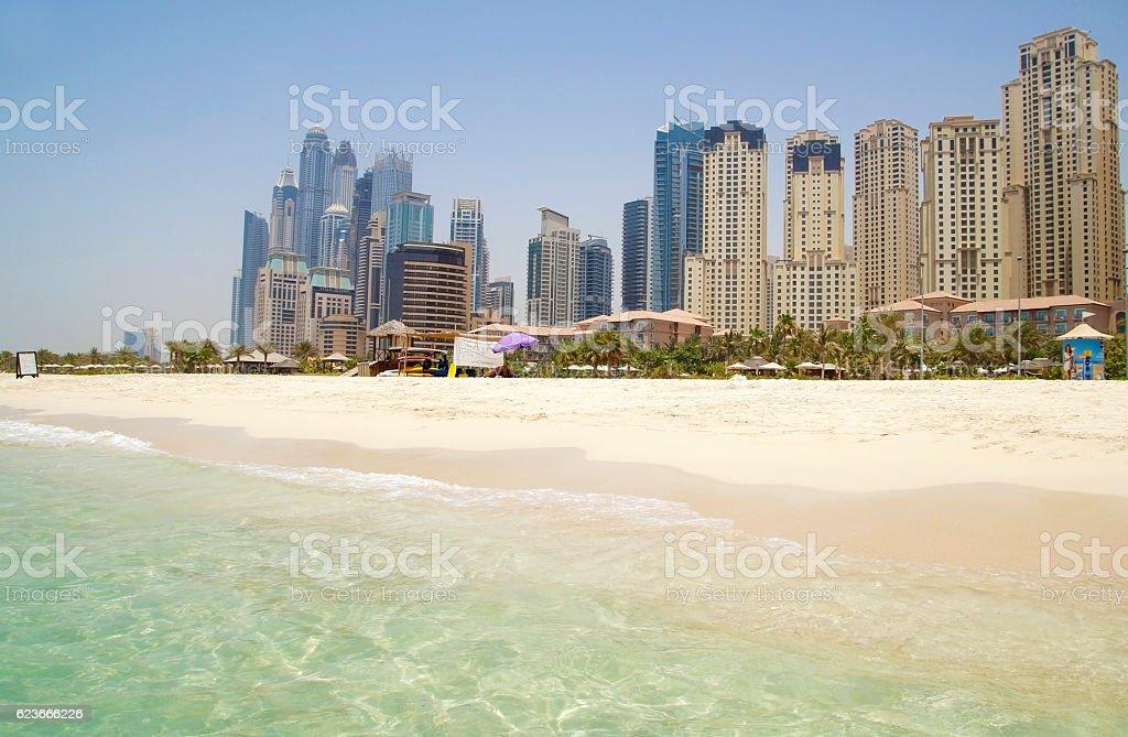 Dubai buiding and beach - foto stock