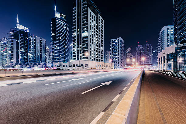 dubai city highway - sheikh zayed road stock-fotos und bilder