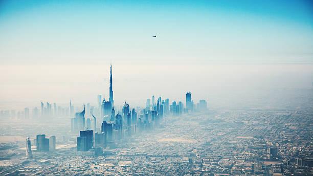 dubai stadt in sonnenaufgang luftaufnahme - vereinigte arabische emirate stock-fotos und bilder