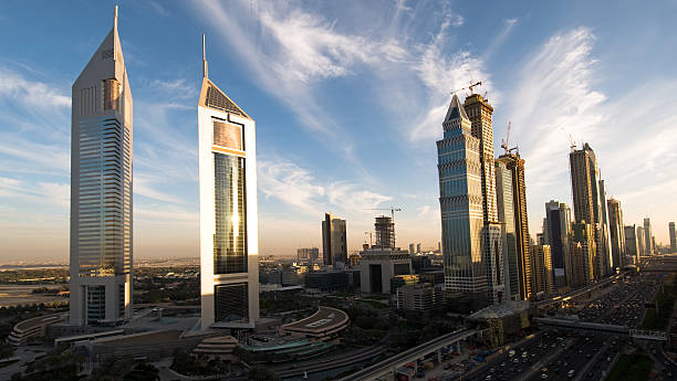 dubai city of reflektionen - jumeirah stock-fotos und bilder