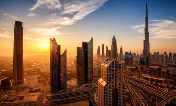 dubai downtown bei sonnenaufgang vereinigte arabische emirate - dubai stock-fotos und bilder