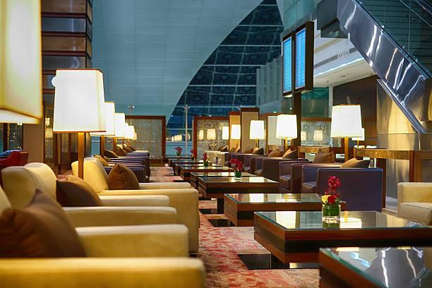 ドバイ国際空港のインテリア - airport lounge ストックフォトと画像