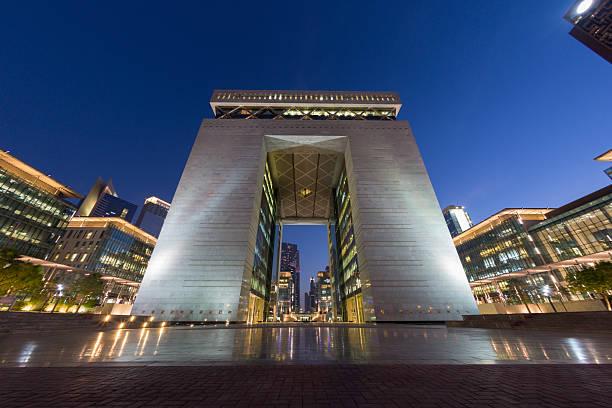 centro finanziario internazionale di dubai - quartiere finanziario foto e immagini stock