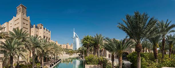 luxus-resort in der wüste von dubai burj al arab panorama vae - jumeirah stock-fotos und bilder