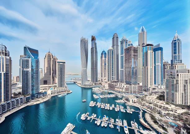 dubai marina-skyline der stadt in den vereinigten arabischen emiraten - dubai stock-fotos und bilder