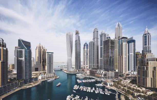 die skyline von dubai marina - dubai stock-fotos und bilder