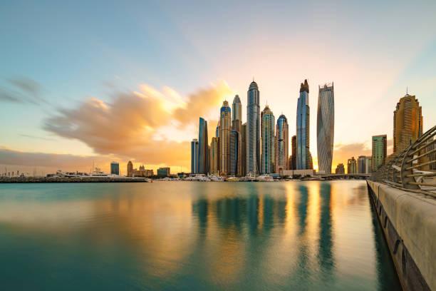 dubai marina skyline sonnenlicht - dubai stock-fotos und bilder