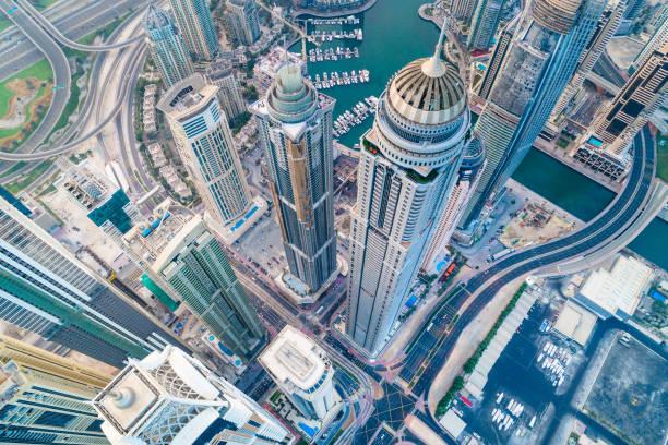städtischen skyline von dubai marina - dubai stock-fotos und bilder