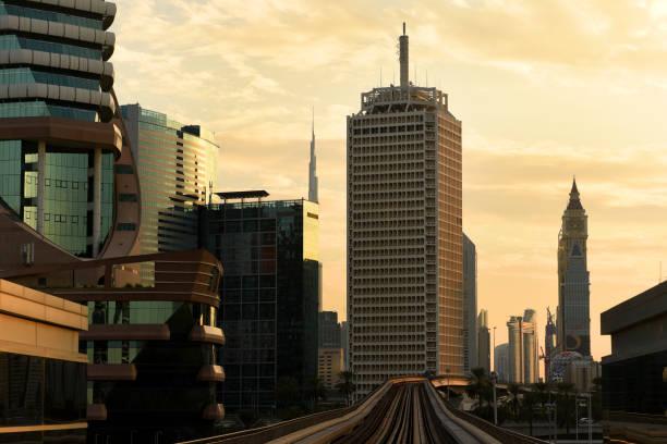 Métro de Dubaï. Une vue de la ville de la voiture de métro. - Photo