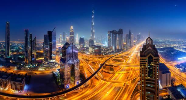 skyline von dubai bei nacht, panorama oben luftaufnahme innenstadt zentrum sehenswürdigkeiten. berühmten aussichtspunkt, vereinigte arabische emirate - sheikh zayed road stock-fotos und bilder