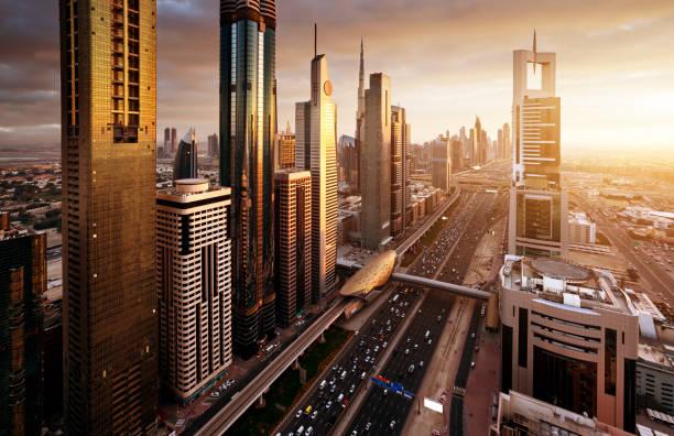 Dubai Skyline bei Sonnenuntergang, Vereinigte Arabische Emirate – Foto