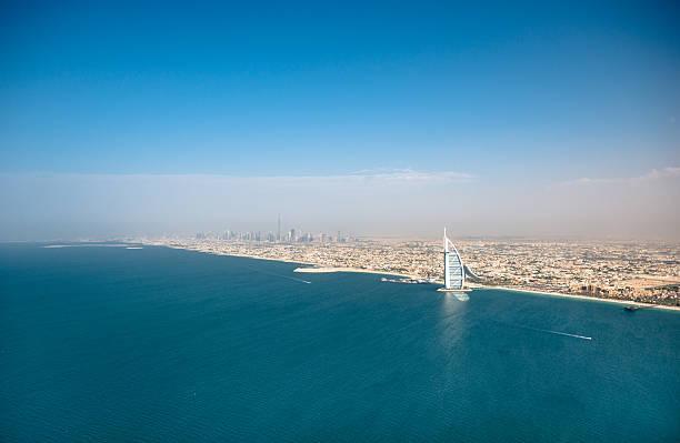 skyline von dubai - jumeirah stock-fotos und bilder