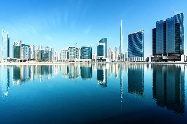 skyline von dubai, vereinigte arabische emirate - größte städte der welt stock-fotos und bilder