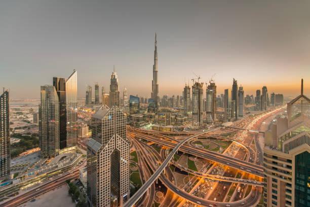 dubai, vereinigte arabische emirate - sheikh zayed road stock-fotos und bilder