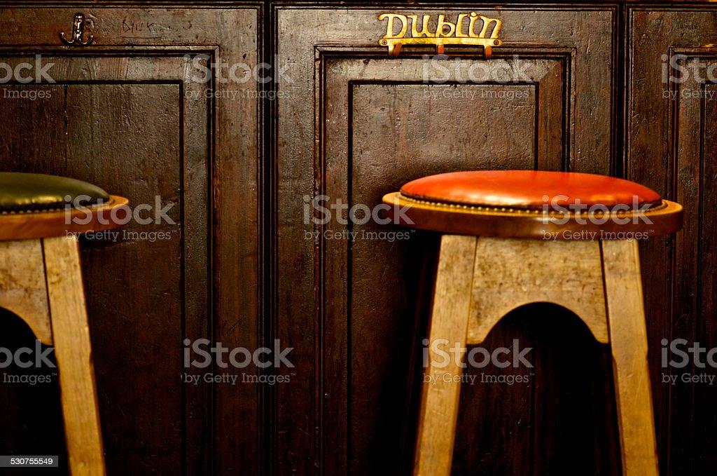 Dublin, Kleiderbügel in der bar von einem pub – Foto