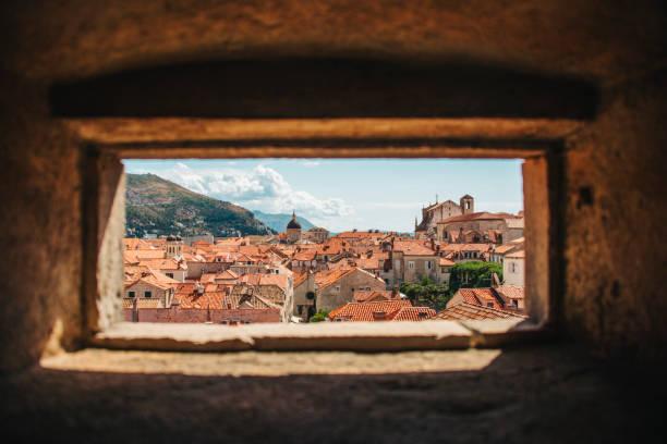 dubrovnik, kroatië - versterkte muur stockfoto's en -beelden