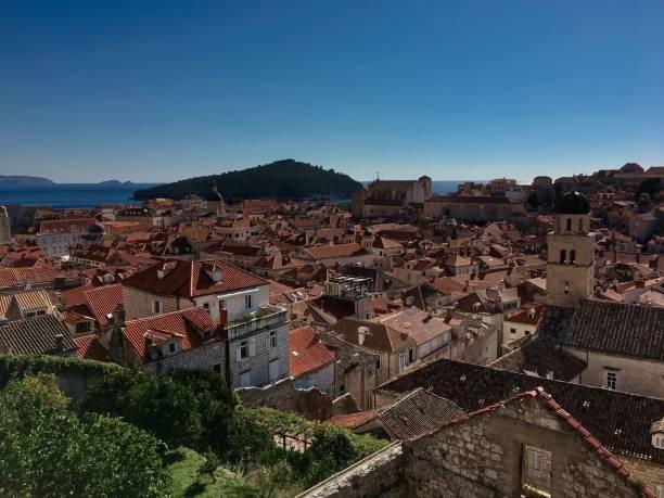 ドブロブニク旧市街、ドゥブロヴニク、クロアチアの要塞化された壁から水平ビュー ストックフォト