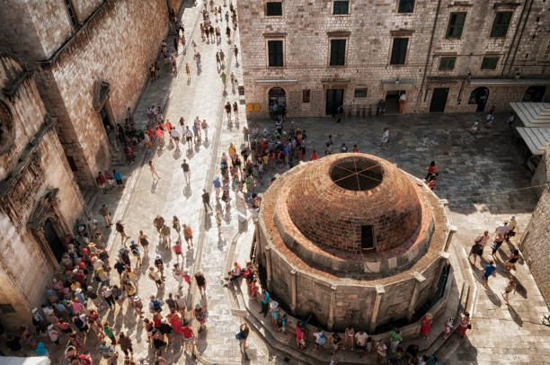 Dubrovnik tourists at Onofrio's Fountain View from the city wall onto Onofrio's Fountain, lots of tourists in the courtyard of the old town section of Dubrovnik in southern Croatia old town stock pictures, royalty-free photos & images