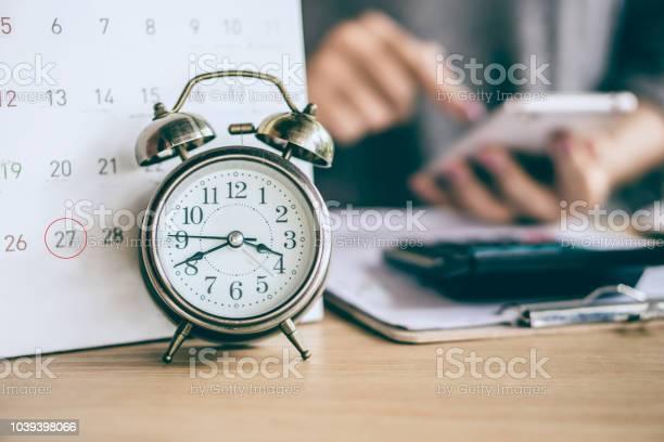 Due date calendar and alarm clock with blur business woman hand picture id1039398066?b=1&k=6&m=1039398066&s=612x612&h=fd6g8c71 cnwuptzcmebxxdmheftrkmzzgegvasgigo=