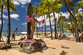 Honolulu: Duke Kahanamoku statue in front of Kuhio Beach Park in Waikiki.  Duke Paoa Kahinu Mokoe Hulikohola Kahanamoku (August 24, 1890 – January 22, 1968) was a Native Hawaiian competition swimmer who popularized the ancient Hawaiian sport of surfing.