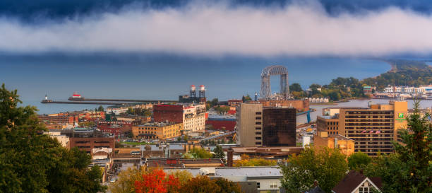 duluth skyline at evening duluth skyline at evening minnesota stock pictures, royalty-free photos & images