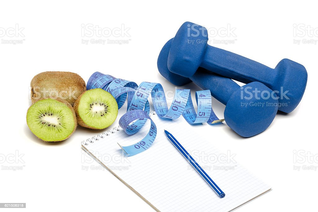 dumbbells, kiwi and water photo libre de droits