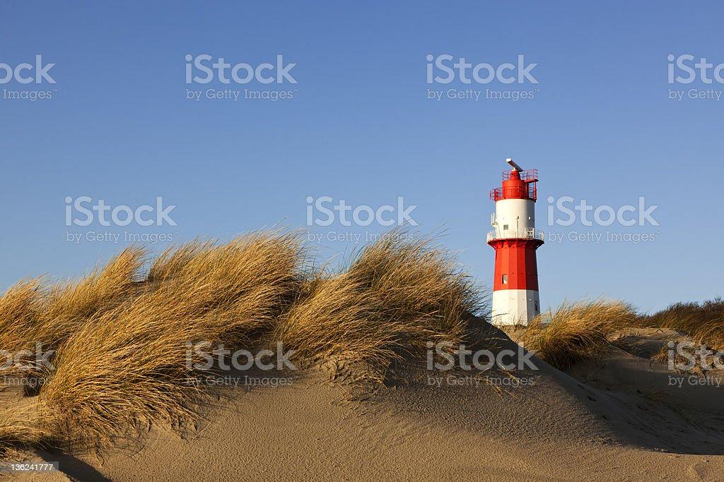 dunes at Borkum Strand und kleinen Leuchtturm – Foto