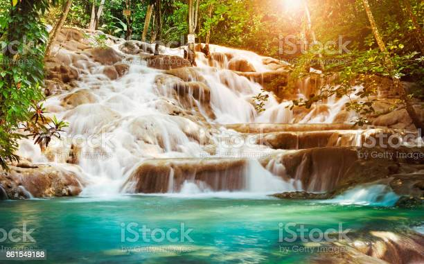 Dunns river falls in jamaica picture id861549188?b=1&k=6&m=861549188&s=612x612&h=ty ygfwhkui7n l6kgdnkhwelvgjftel1u3m65jf5ds=