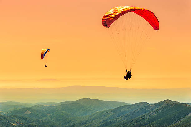 Duo paragliding flight paragliding flight paragliding stock pictures, royalty-free photos & images