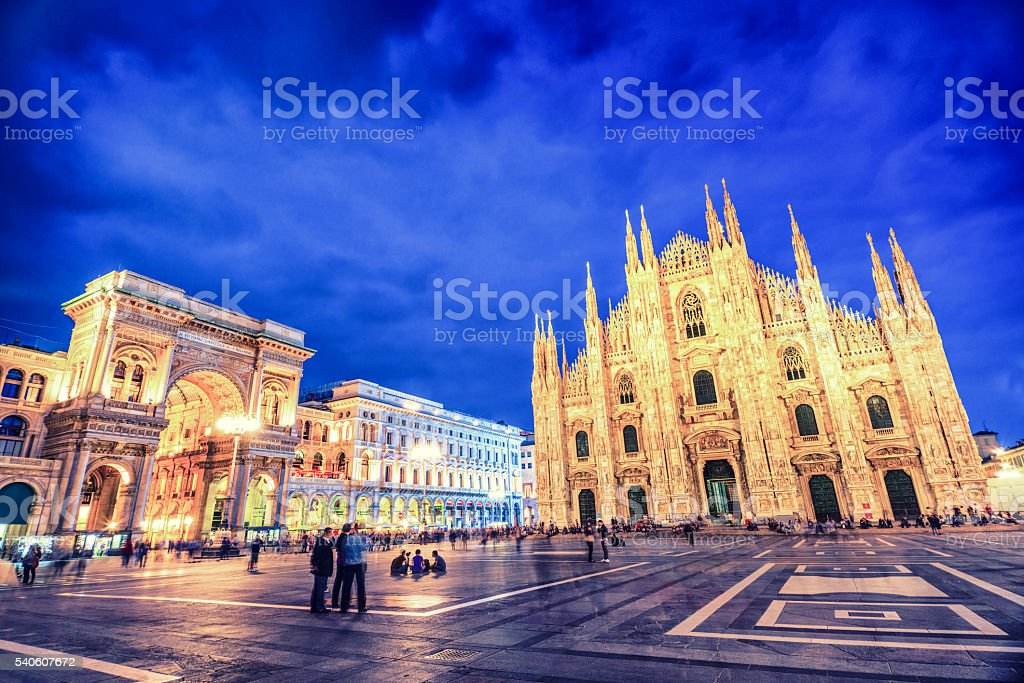 Duomo di Milano, Galleria Vittorio Emanuele di notte, Italia - foto stock