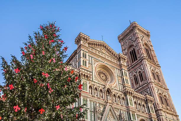 dom in florenz, kampanile und weihnachtsbaum, toskana, italien - italienischer weihnachten stock-fotos und bilder