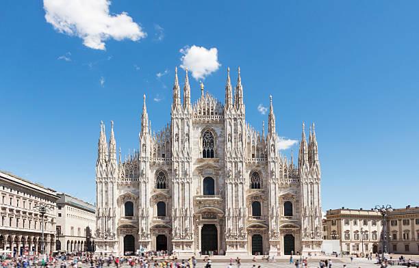 duomo of milan, italy. piazza del duomo. - katedral bildbanksfoton och bilder