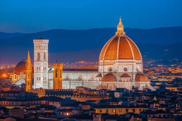 Duomo de Santa Maria Del Fiore en Florencia (Santa María de la Flor) - foto de stock