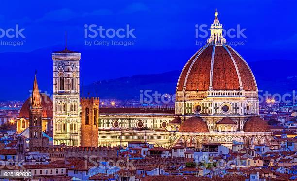 Duomo santa maria del fiore at night picture id625192630?b=1&k=6&m=625192630&s=612x612&h=cxm3ixapp ls6bvuv16gk5iapi2i e4pnzlmnznjtio=