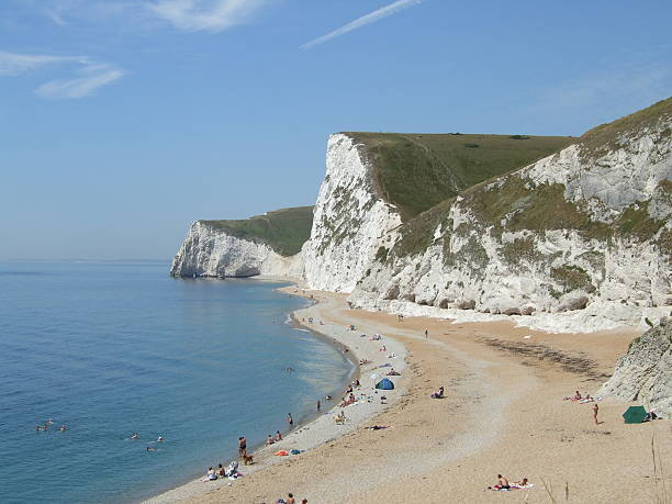 durdle door cove cliffs - belkindesign stock pictures, royalty-free photos & images