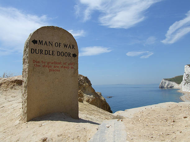 durdle door guidestone - belkindesign stock pictures, royalty-free photos & images