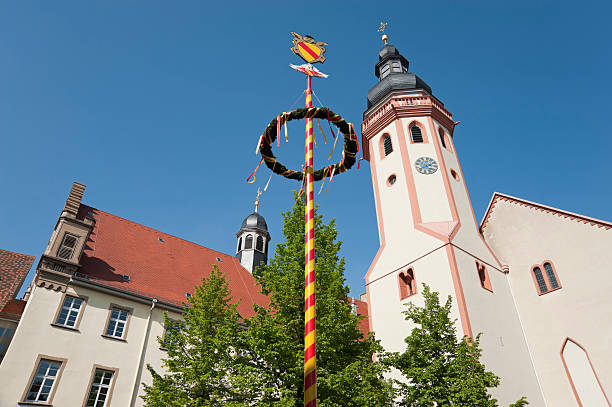 durlach kirche tower mit mai-pole-fels - karlsruhe schloss stock-fotos und bilder