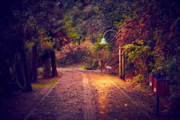 Sonnenuntergang nach dem Regen auf der romantischen Szene - inspirierende Landschaft in Gramado. – Foto