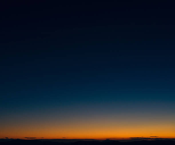 dusk horizon sky - twilight stock pictures, royalty-free photos & images