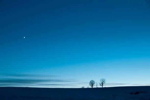夕暮れの空と金星 - 北海道 ストックフォトと画像