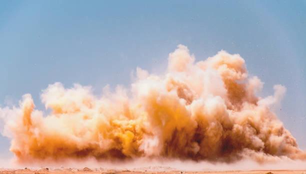 爆破的塵埃雲 - 灰塵 個照片及圖片檔
