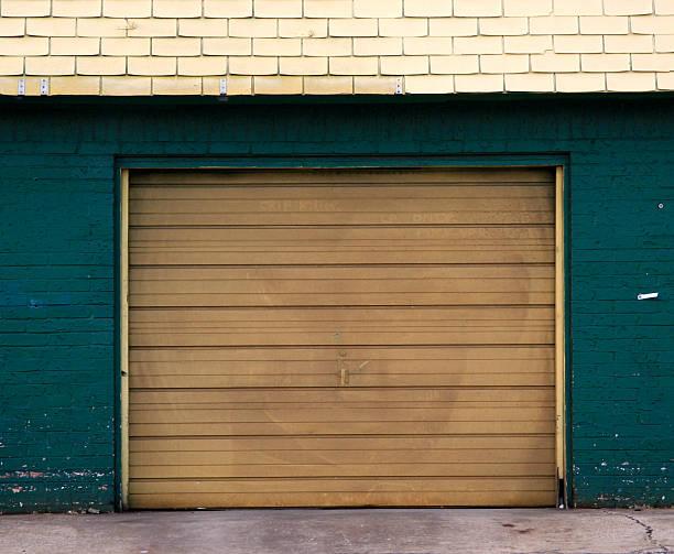 Dusty, dirty yellow storage garage