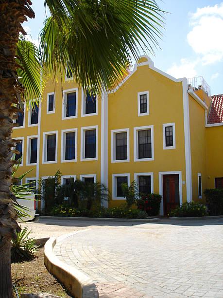 dutch colorful houses on bonaire - fsachs78 stockfoto's en -beelden