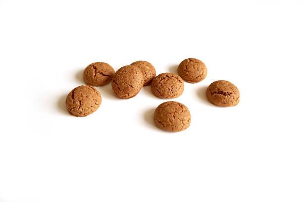 dutch cookie (kruidnoten) for sinterklaas holiday (st. nicolas) - kruidnoten stockfoto's en -beelden