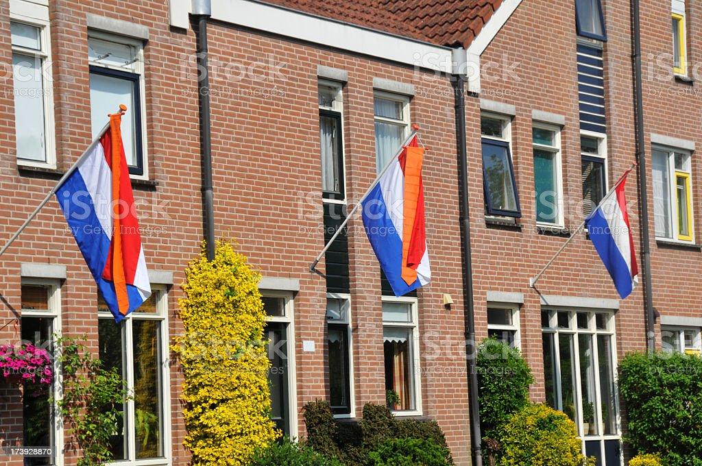 Dutch flags y pennants (paletas) en la calle. - foto de stock