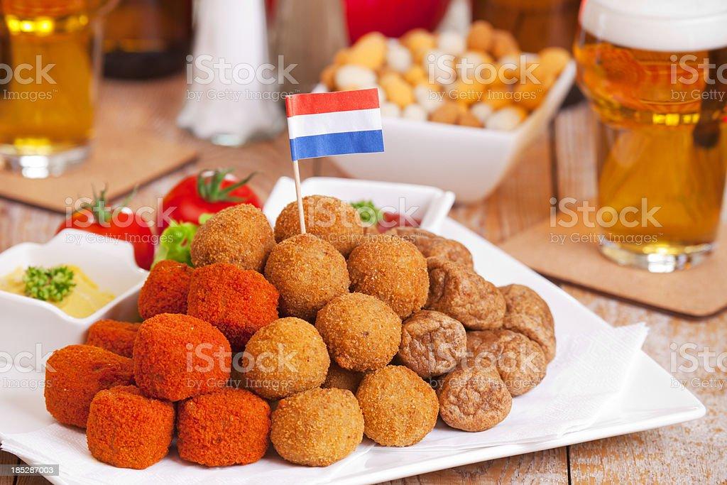 Niederländische Küche: U0027bittergarnituuru0027oderu0027bitterballenu0027, Frittierte  Snacks Lizenzfreies ...